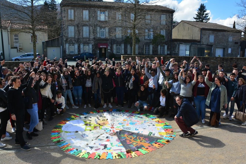 13 Mars 2018 : les 1P au rassemblement à St Amans sur le thème des migrants
