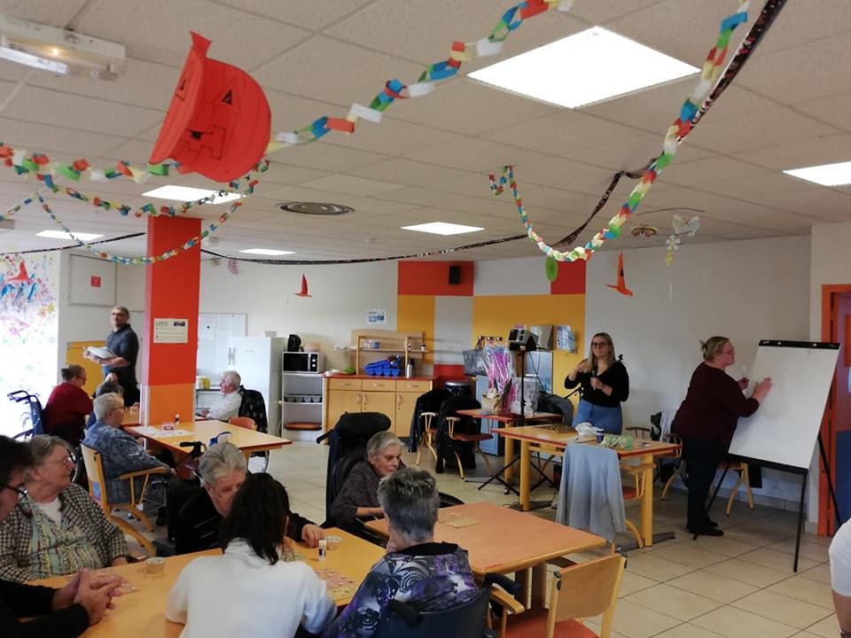 You are currently viewing Les stagiaires de la formation SAPVER en animation à l'EHPAD