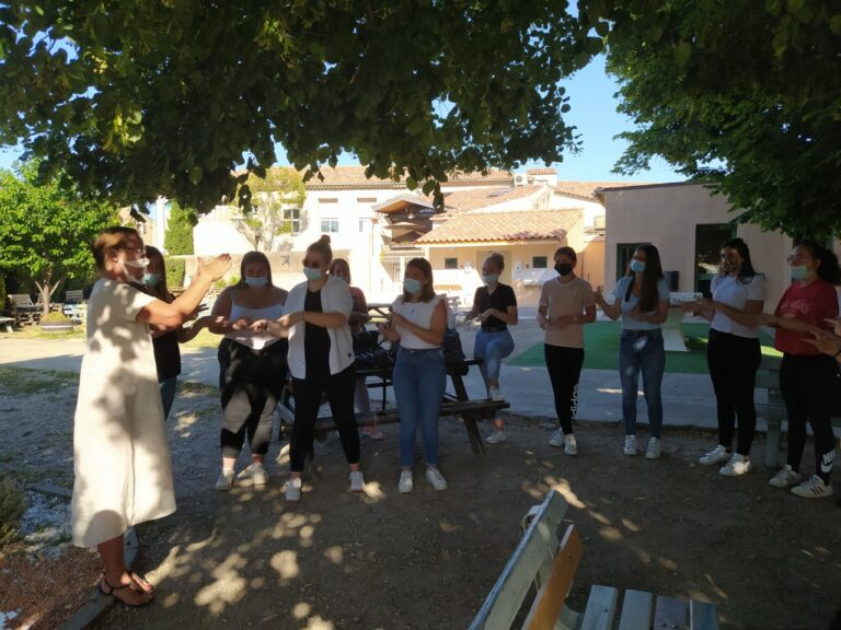 Read more about the article La langue des signes, un atout pour le Bac Pro Services aux Personnes!